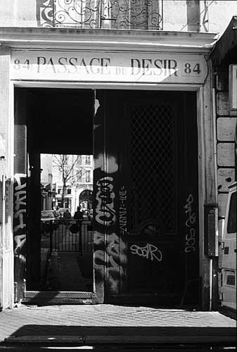 Paris photos in black and white - Passage du Désir