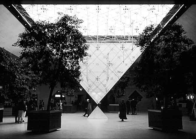 Paris photos in black and white - Carré du Louvre