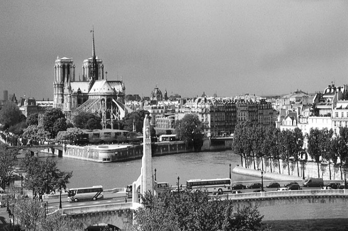 Paris photos in black and white - Institut du Monde Arabe - View onto Notre Dame