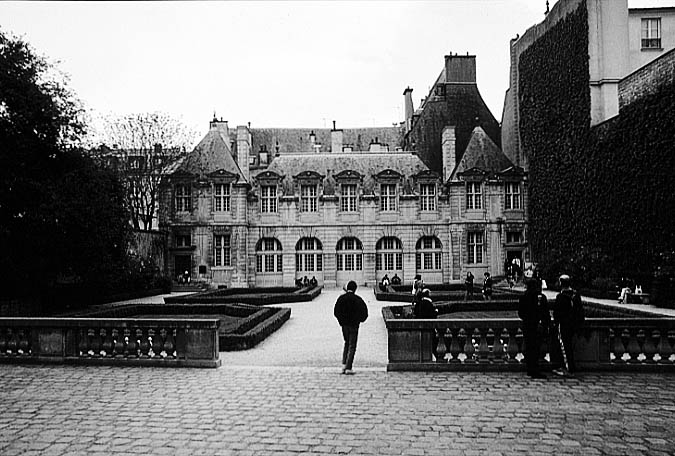 Paris photos in black and white - Marais - Hôtel de Sully