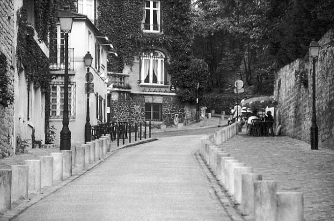 Paris photos in black and white - Montmartre - Street