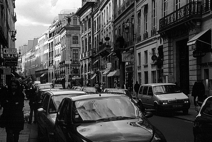 Paris photos in black and white - Rue Saint Honoré