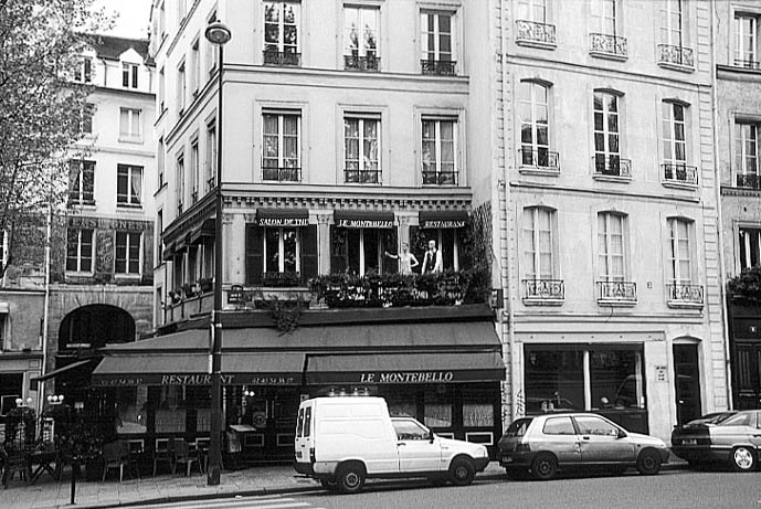 Paris photos in black and white - Saint Michel - House