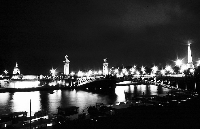 Paris photos in black and white at night - Pont Alexandre III