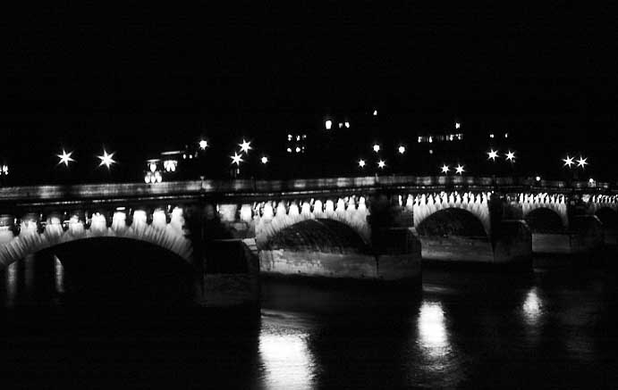 Paris photos in black and white at night - Pont Neuf